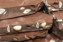 Chocolate con leche 35% de cacao con almendra tostada